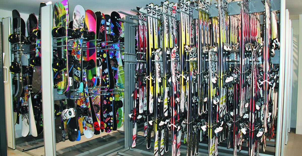 スキー場のレンタル品4tトラック一杯分